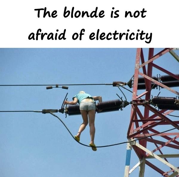 The blonde is not afraid of electricity