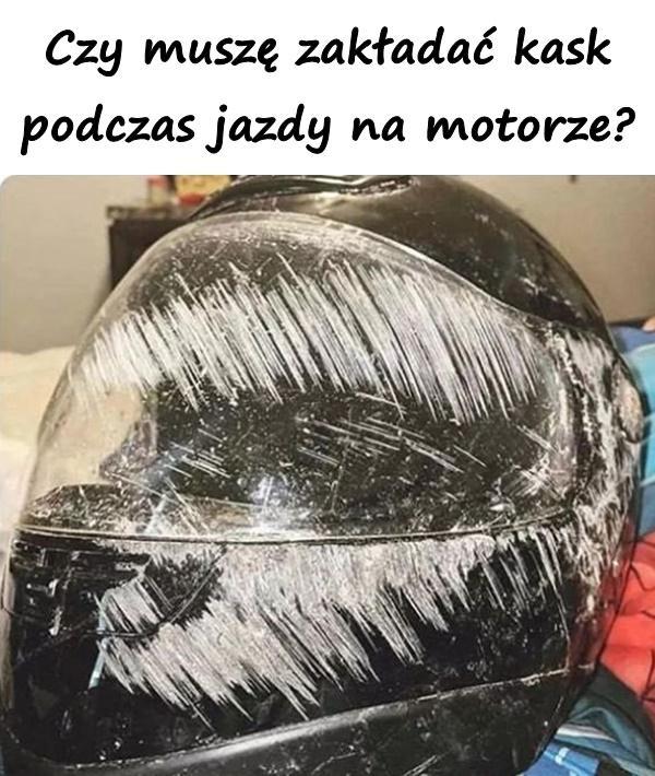 Czy muszę zakładać kask podczas jazdy na motorze?
