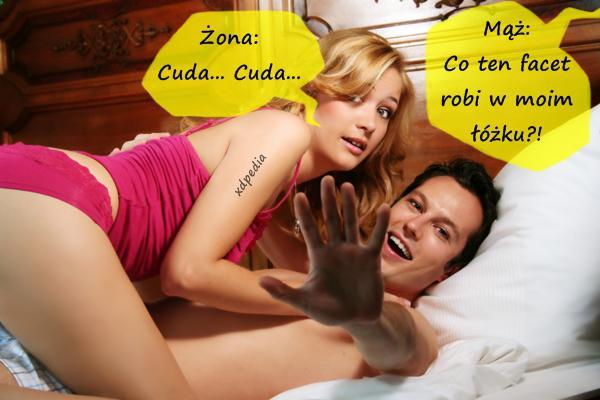 - Mąż: Co ten facet robi w moim łóżku?! - Żona: Cuda... Cuda...