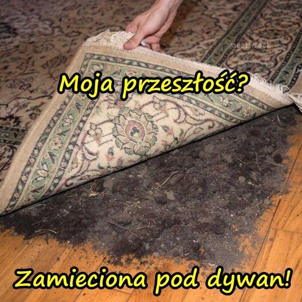 Moja przeszłość? Zamieciona pod dywan!