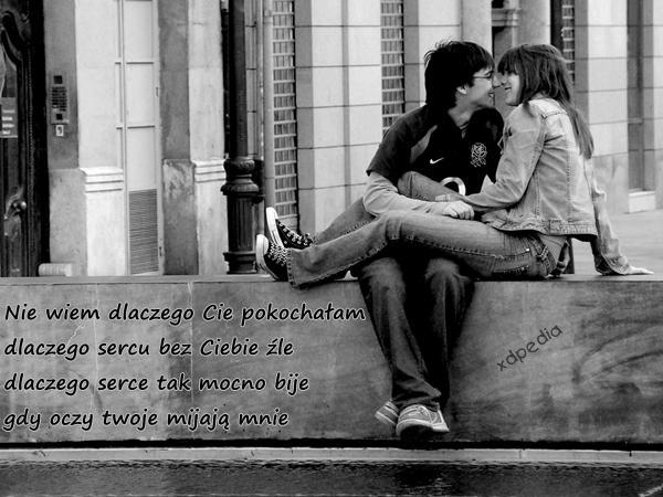 Nie wiem dlaczego Cie pokochałam dlaczego sercu bez Ciebie źle dlaczego serce tak mocno bije gdy oczy twoje mijają mnie