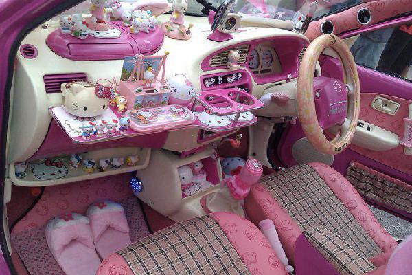 Samochód dla dziewczyny bogate wyposażenie wnętrza
