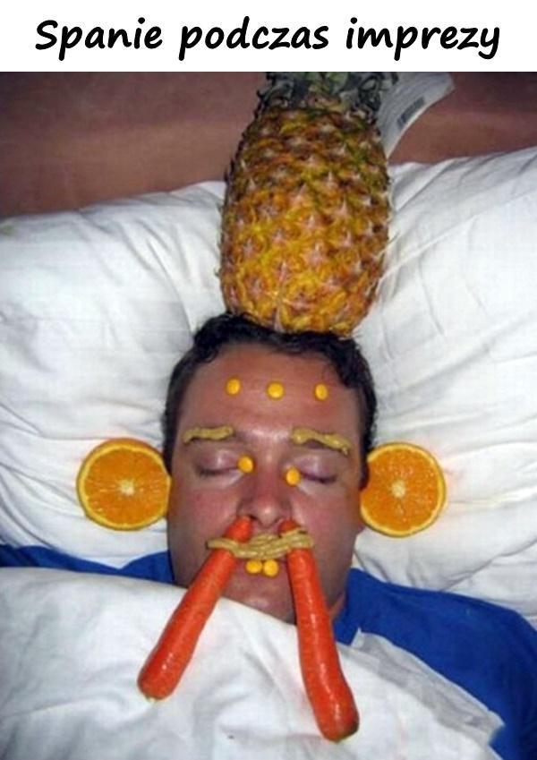 Spanie podczas imprezy